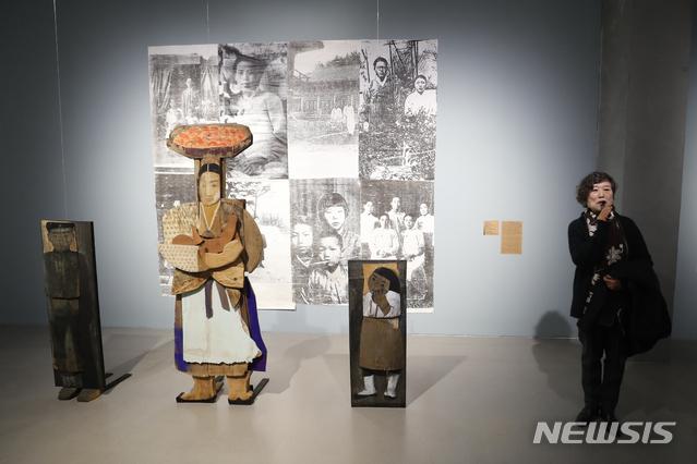 9회 윤석남전시회.jpg